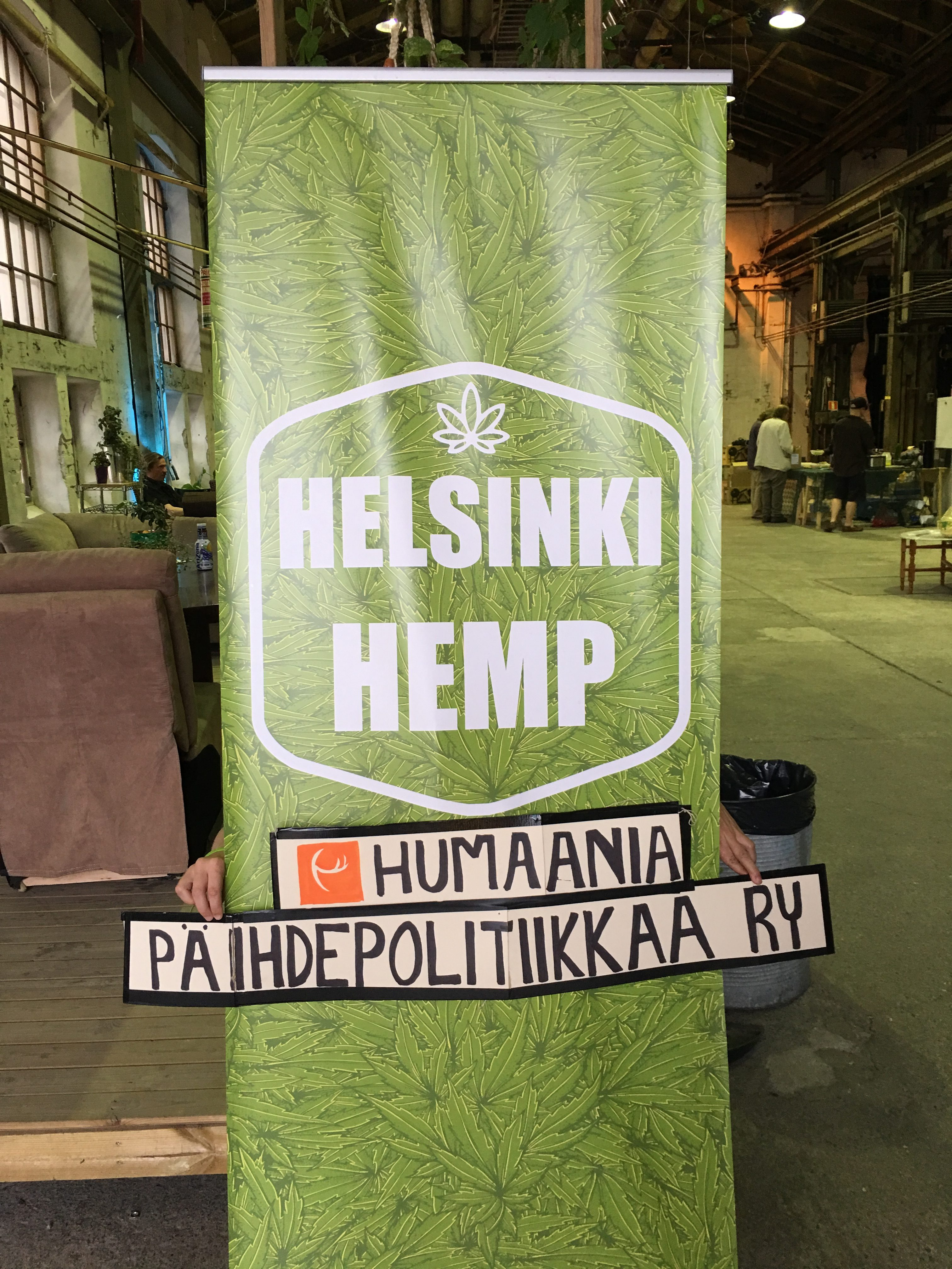 Helsinki Herb & Hemp oli keskittynyt hamppua koskeviin teemoihin, mutta Humaania päihdepolitiikkaa ry:n tiskillä keskustelua käytiin myös laajemmasta näkökulmasta.