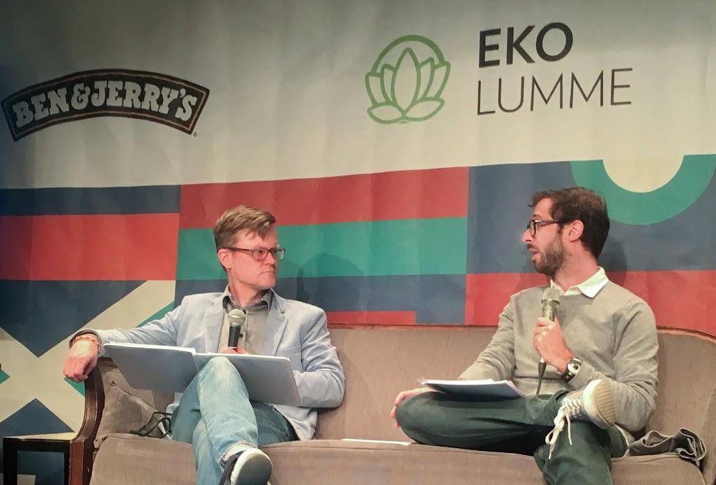 MTV Uutisten ulkomaantoimittaja Janne Hopsu haastatteli Daniel Joloyta Maailma kylässä -festivaalilla.