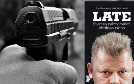 Late – Suomen pelätyimmän rikollisen tarina kirjan kansi ja kuva pistoolia pitelevästä kädestä.